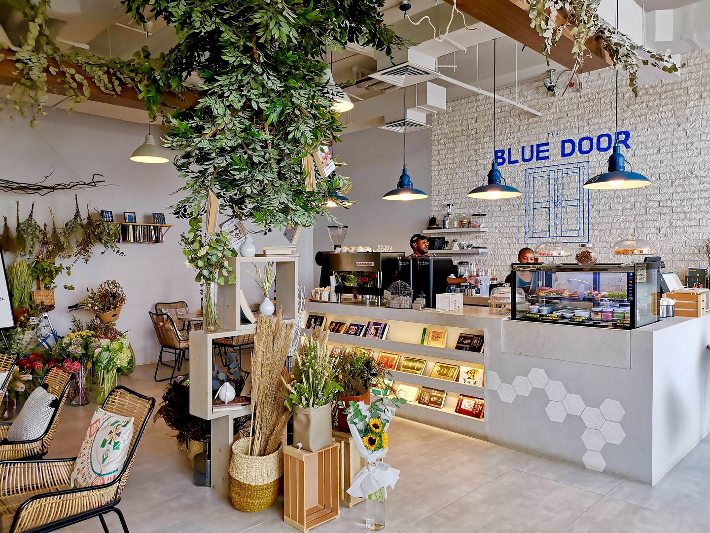 HiDubai-business-blue-door-cafe-food-beverage-coffee-shops-nad-al-hammar-dubai