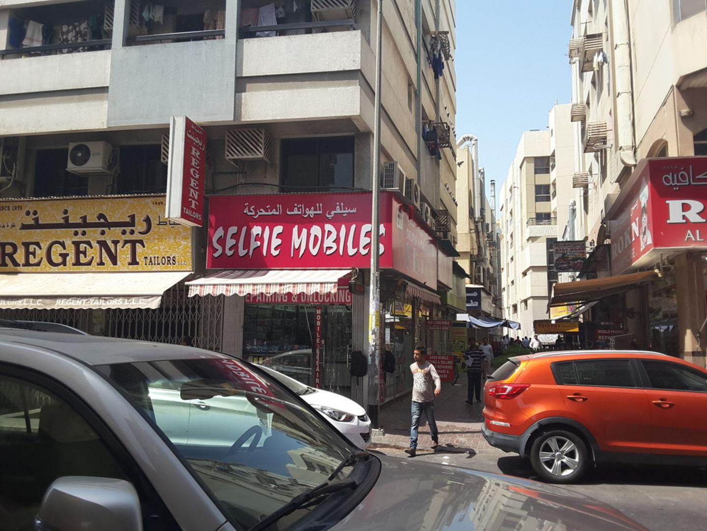 HiDubai-business-selfi-mobiles-shopping-consumer-electronics-meena-bazar-al-souq-al-kabeer-dubai-5