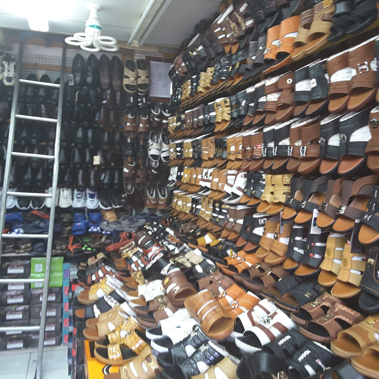 HiDubai-business-ard-al-khair-readymade-trading-shopping-footwear-hor-al-anz-dubai-2