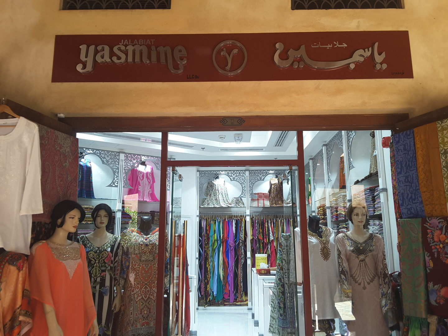 HiDubai-business-yasmine-shopping-apparel-al-sufouh-1-dubai-2