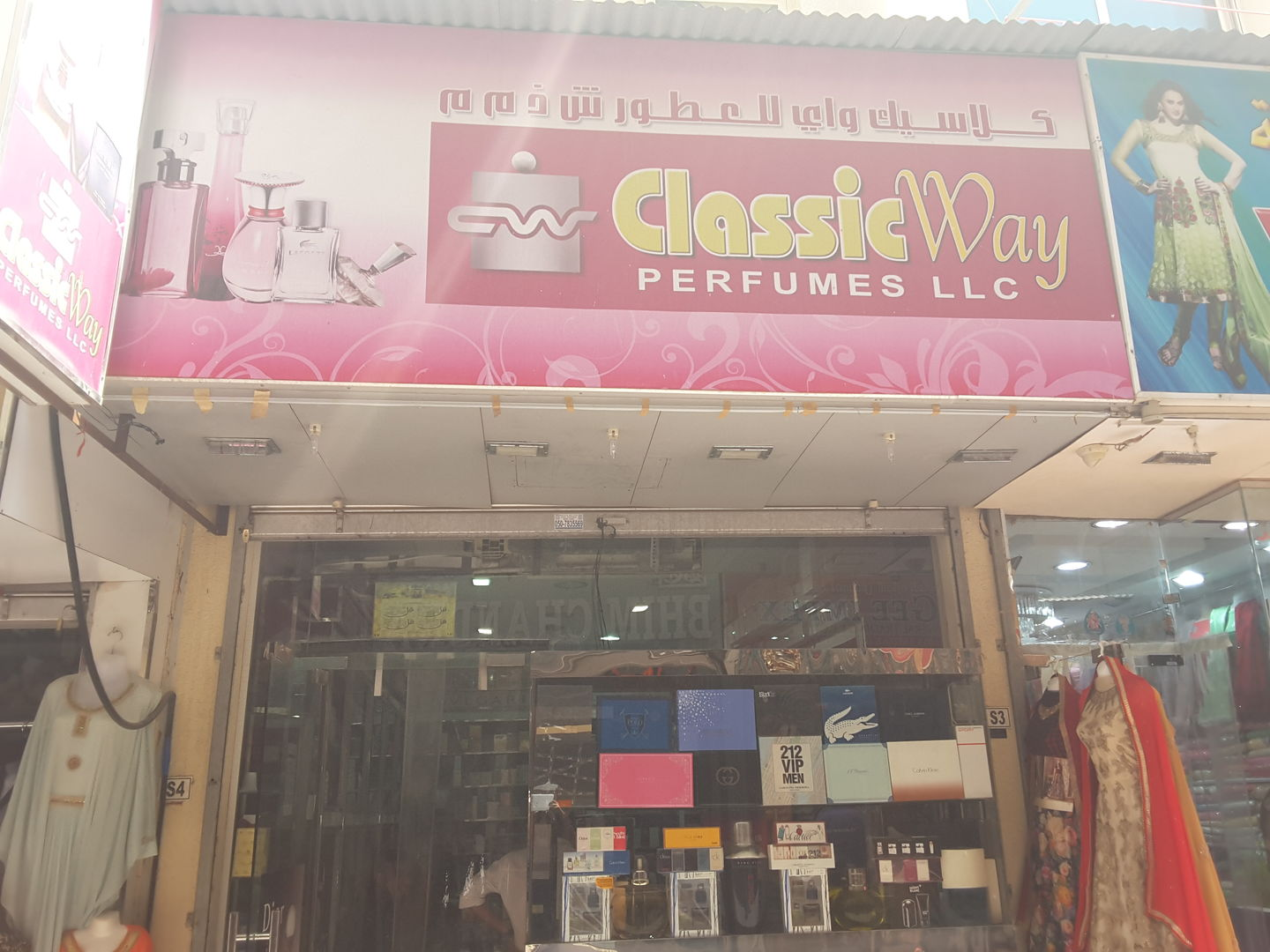 HiDubai-business-classic-way-chocolate-trading-shopping-beauty-cosmetics-stores-meena-bazar-al-souq-al-kabeer-dubai