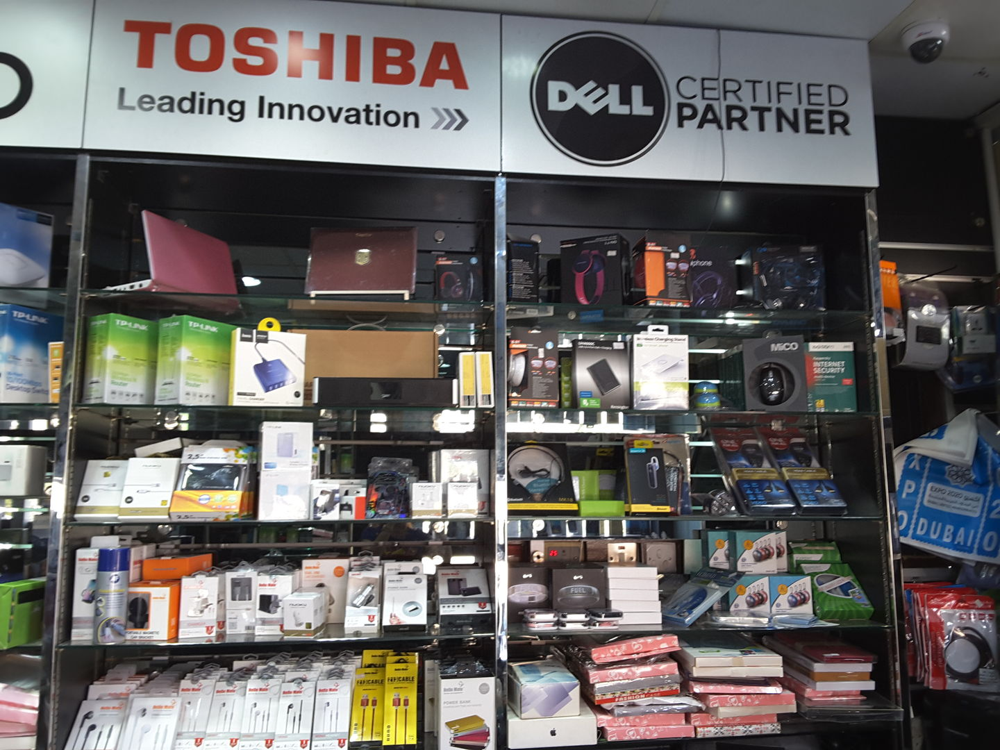 HiDubai-business-hello-deira-phones-maintenance-shopping-consumer-electronics-hor-al-anz-east-dubai-2