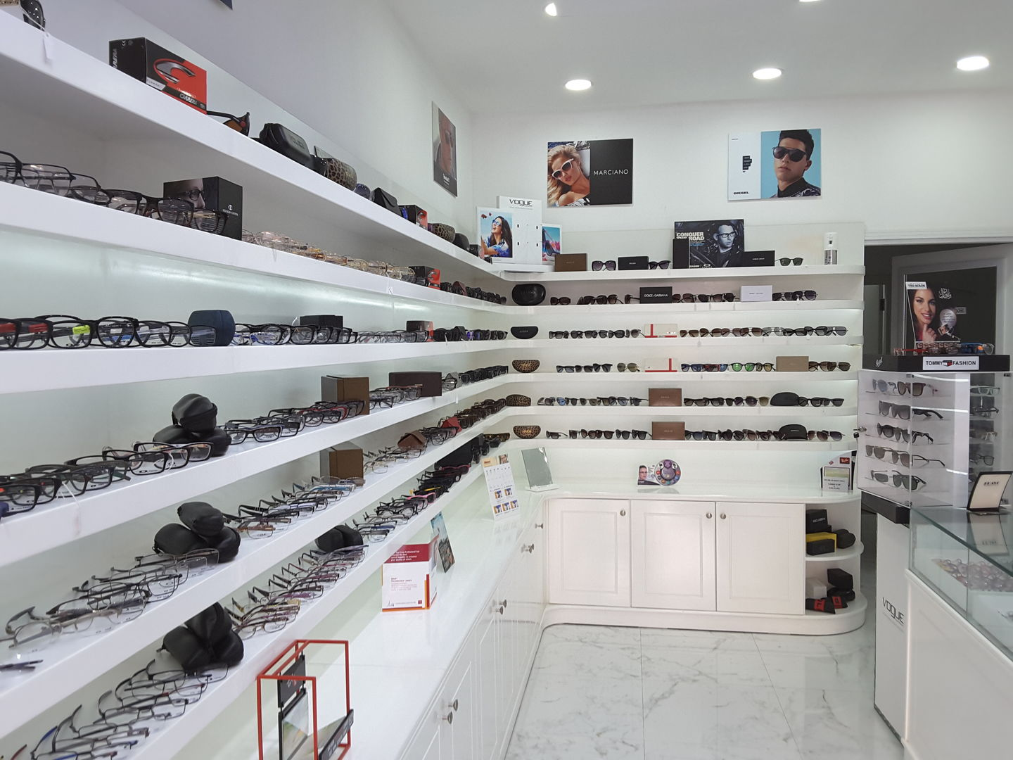HiDubai-business-royal-house-opticals-shopping-watches-eyewear-al-satwa-dubai-2