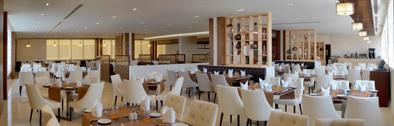 HiDubai-business-la-terrasse-restaurant-food-beverage-restaurants-bars-dubai-internet-city-al-sufouh-2-dubai