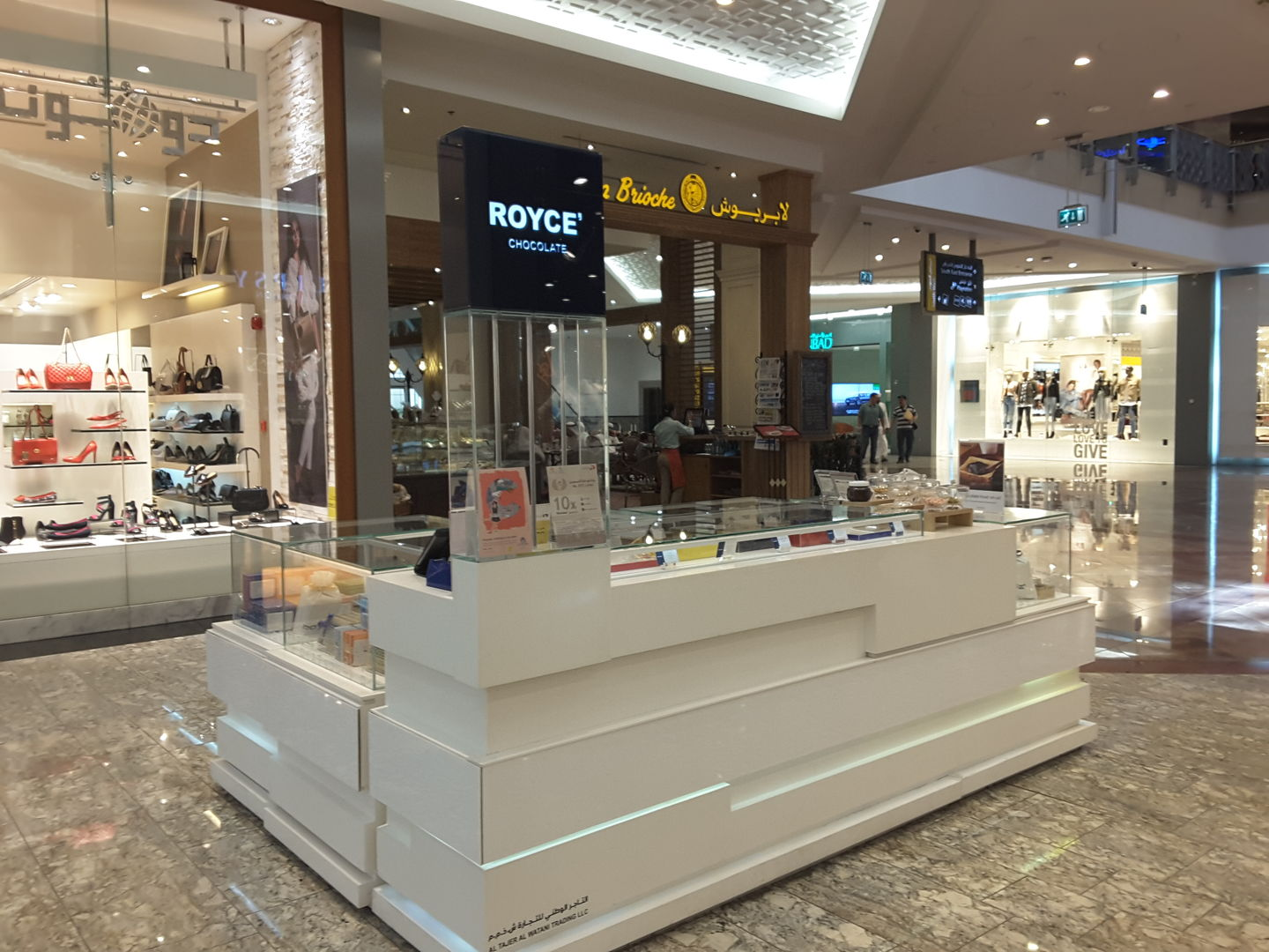 HiDubai-business-royce-chocolates-food-beverage-bakeries-desserts-sweets-mirdif-dubai-2