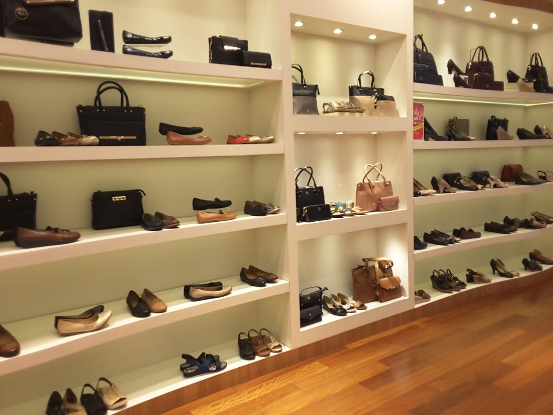 HiDubai-business-naturalizer-shopping-footwear-al-rigga-dubai-2