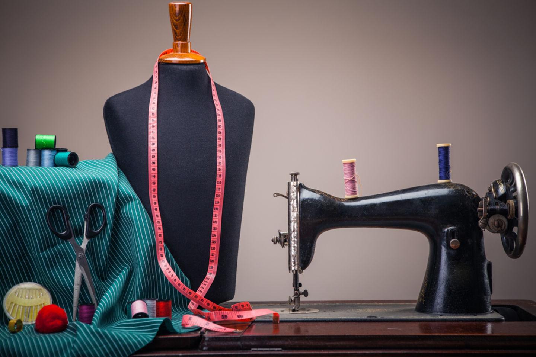 HiDubai-business-wahat-al-reem-tailoring-and-embroidery-workshop-home-tailoring-naif-dubai-2