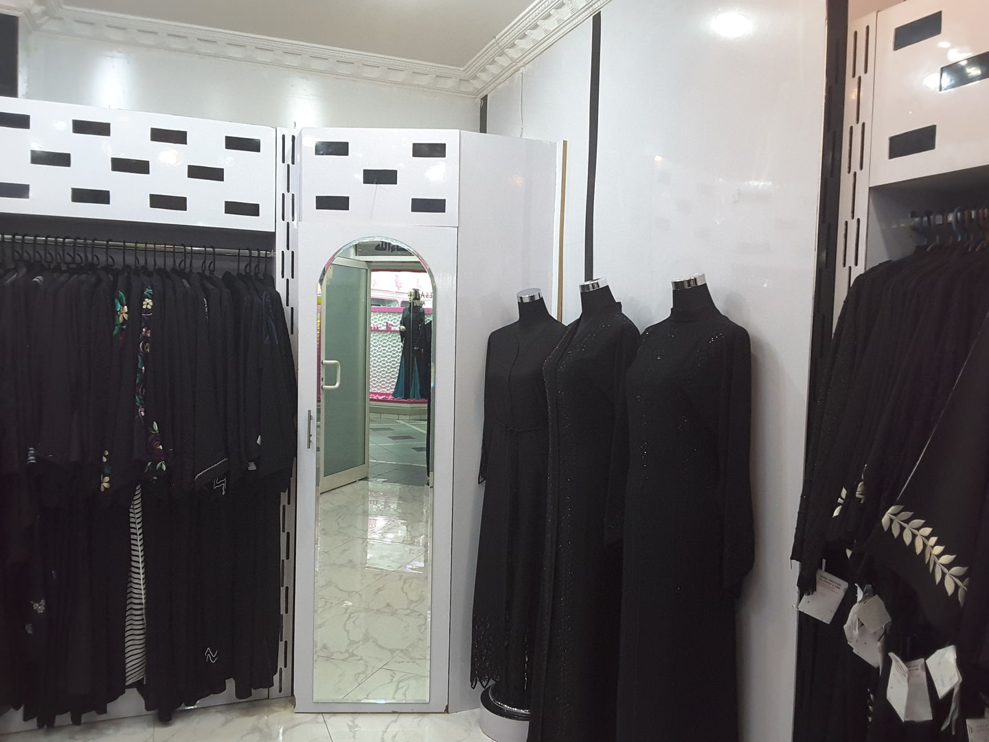 HiDubai-business-abdel-haq-fadil-tailoring-embroidery-shopping-apparel-hor-al-anz-east-dubai-2