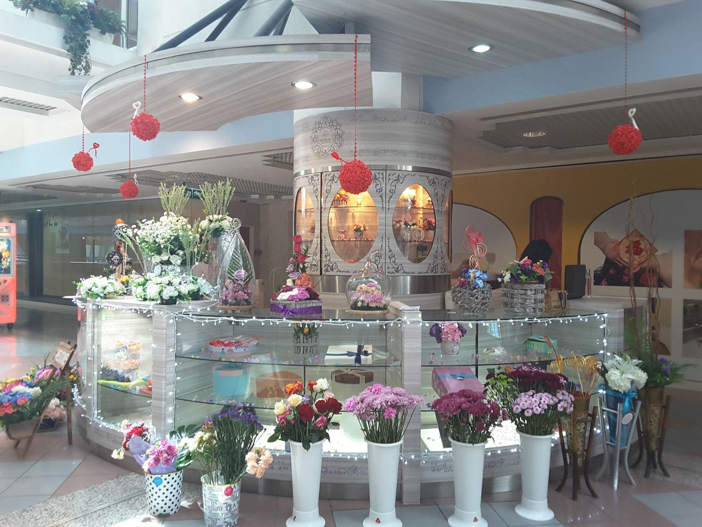 HiDubai-business-floral-artistry-shopping-souvenirs-gifts-al-muraqqabat-dubai-2