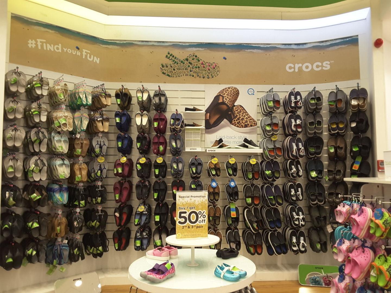 HiDubai-business-crocs-gulf-shopping-footwear-al-shindagha-dubai-2